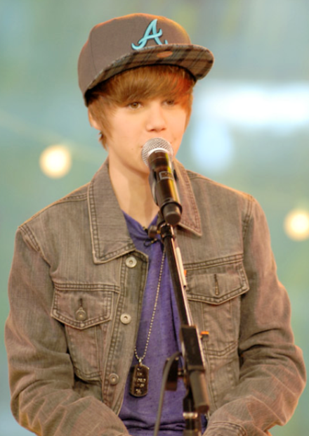 justin bieber pictures new. JUSTIN BIEBER#39;s favourite hat