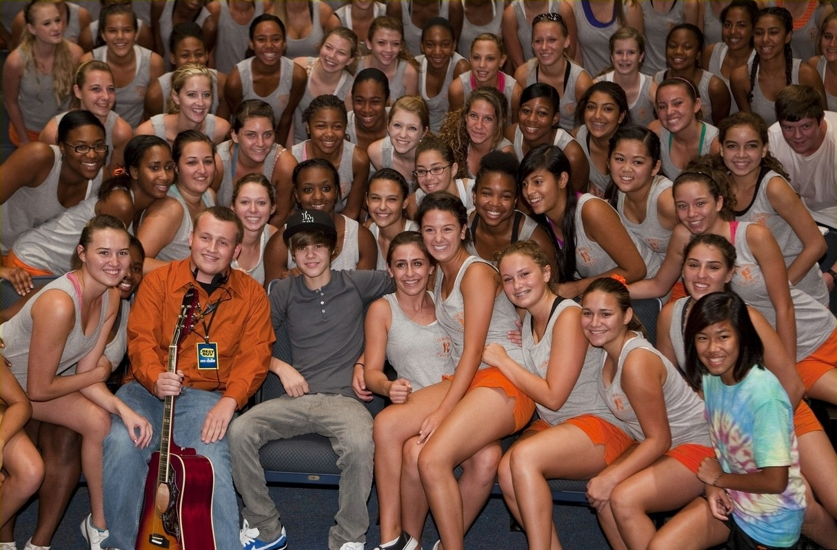 justin bieber college Jb is 16 and still taking high school courses from a tutor he hasn't attended  college yet he does talk about wanting to go to college quite often but in the  future,.